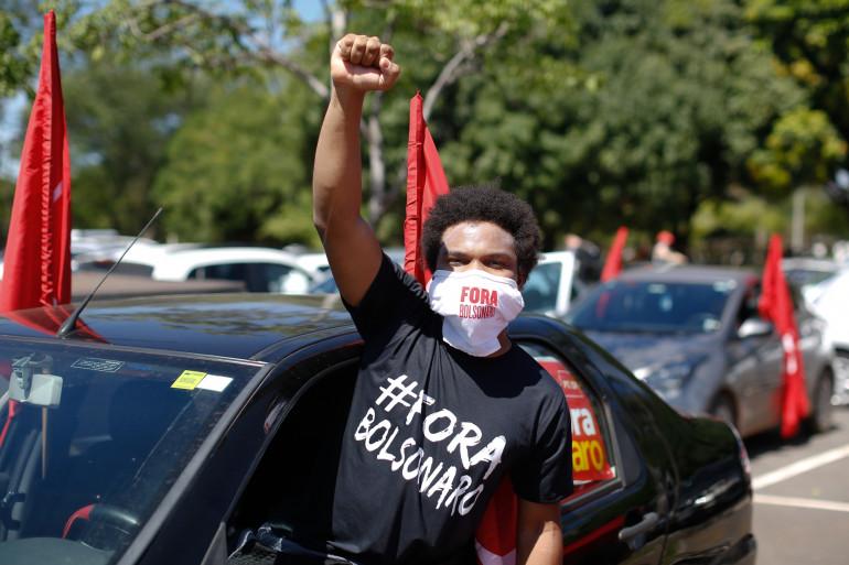 Un manifestant contre Jair Bolsonaro au Brésil le 23 janvier 2021