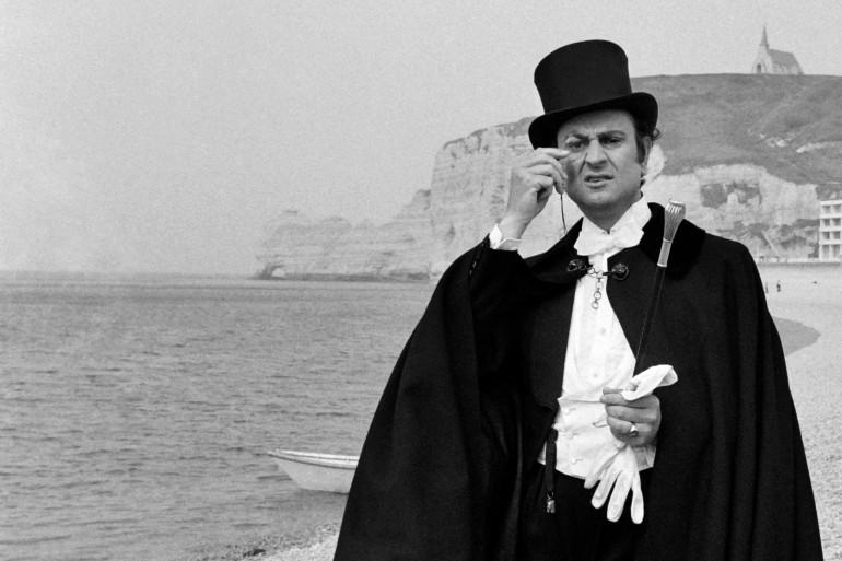 Georges Descrieres en Arsène Lupin sur la plage d'Etretat en 1973