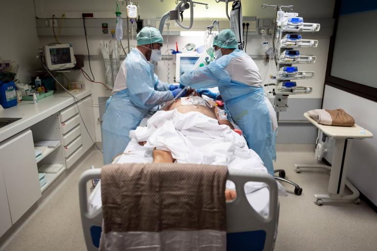 Un malade pris en charge pendant l'épidémie de coronavirus (illustration).