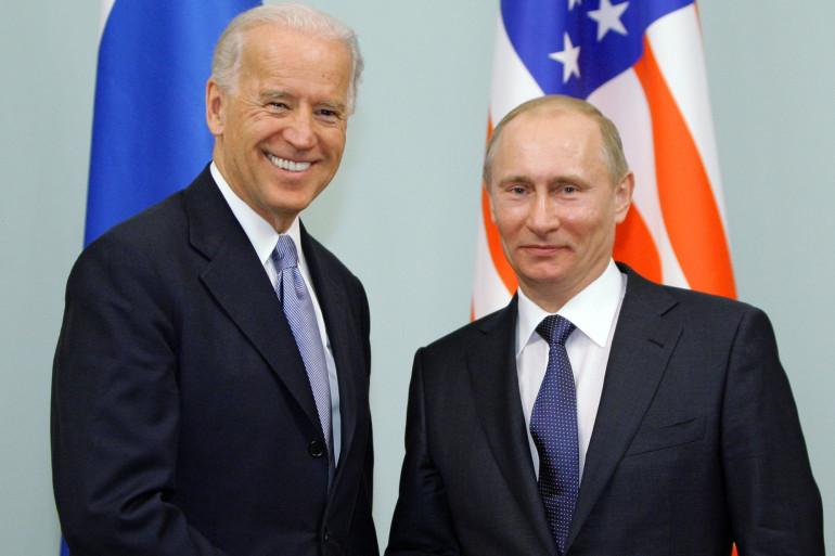 Le vice-président Biden et le président russe Poutine, le 10 mars 2011 à Moscou