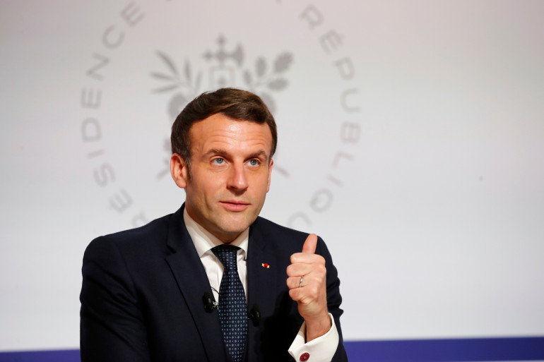 Français président Emmanuel Macron assiste à une vidéoconférence au Palais de l'Elysée à Paris le 26 janvier 2021, dans le cadre du Forum économique mondial (WEF) qui se tient habituellement à Davos, en Suisse.