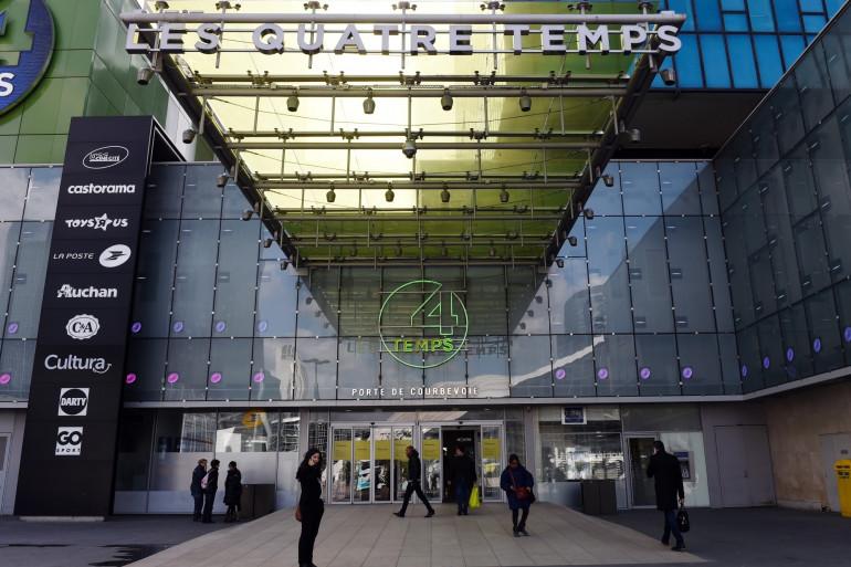 De nombreux centre commerciaux, ici celui des Quatre Temps à la Défense, ferment leurs portes en raison du contexte sanitaire, à partir du dimanche 31 janvier