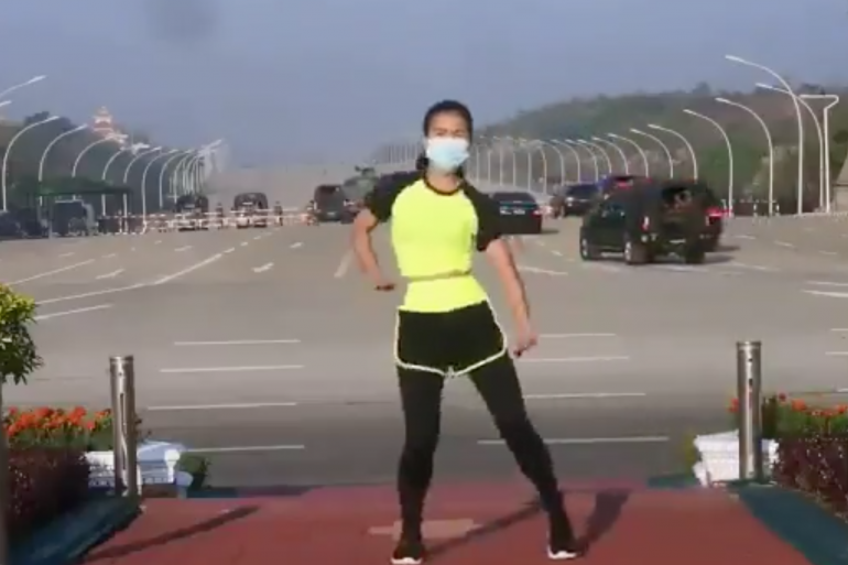 Professeure d'aérobic à Naypyitaw, la capitale, Khing Hnin Wai se filme le 1er février, faisant ses exercices physiques sur fond de musique électronique