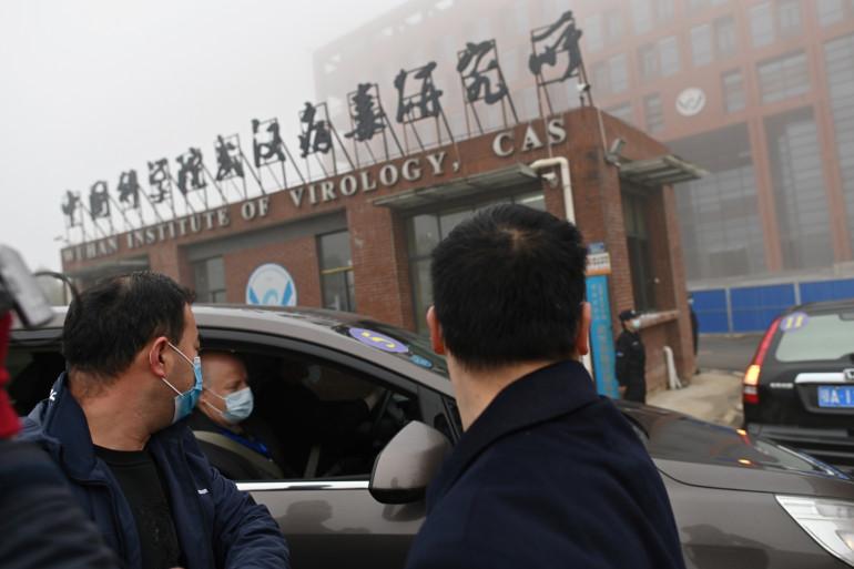 Les experts de l'OMS arrivant à l'institut de virologie de Wuhan, en Chine, le 3 février 2021