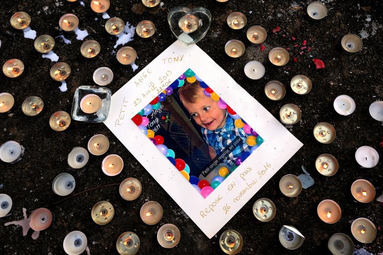 Tony, 3 ans, est mort en 2016, victime des coups du compagnon de sa mère