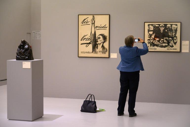 Une visiteuse au Musée d'Art moderne de Strasbourg en octobre 2019