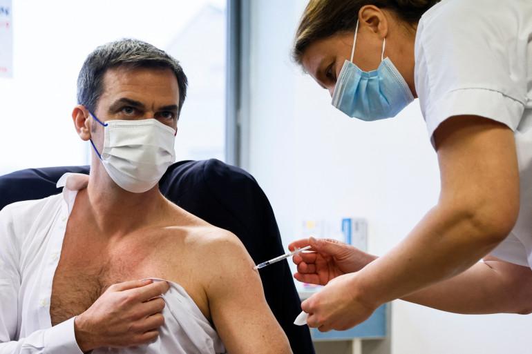 Olivier Veran se fait vacciner le 8 février 2021