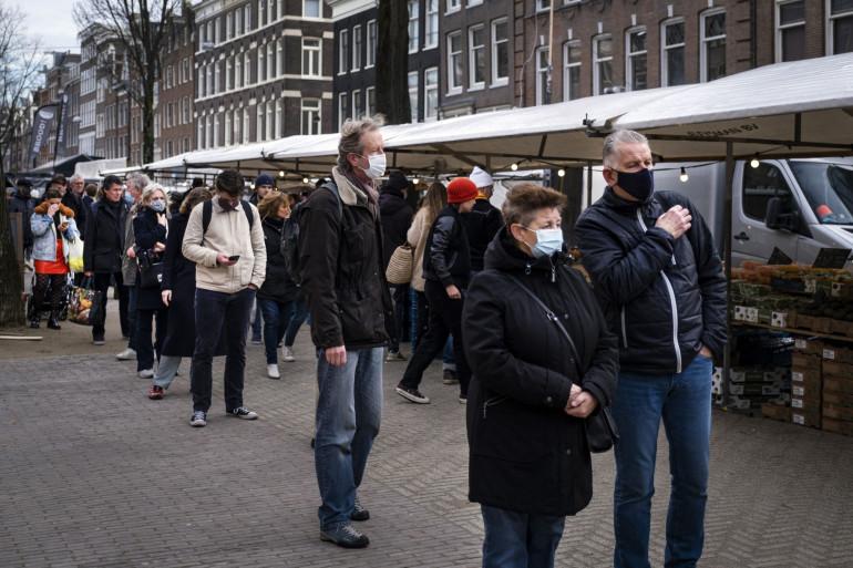 Des Néerlandais à Amsterdam, pendant la crise du coronavirus (illustration)