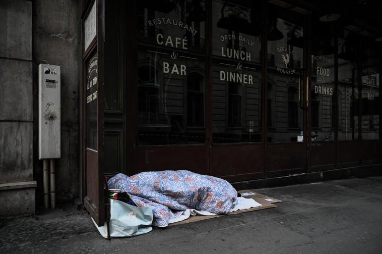 Un sans-abri à Paris (illustration).