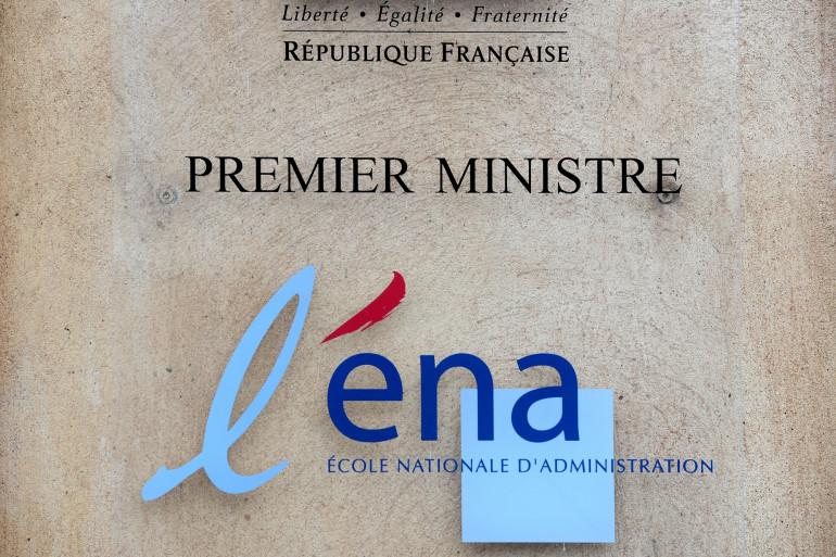 Une plaque à l'entrée de l'École Nationale d'Administration, à Paris le 15 janvier 2013.