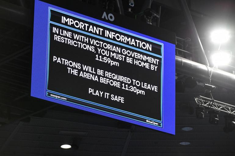 À l'Open d'Australie à Melbourne, le public a dû quitter la Rod Laver Arena à 23h30 pour respecter un nouveau confinement qui démarrait à minuit