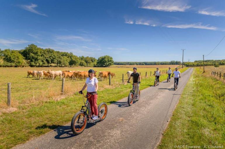 En Indre-et-Loire, vous pouvez vous promener en trottinette électrique. Dépaysement garanti !