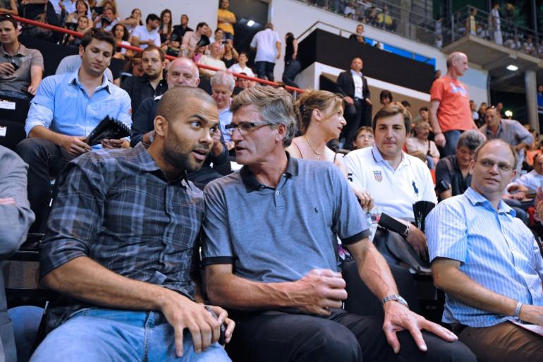 Gilles Moretton et Tony Parker, le 21 mai 2011 à Villeurbanne.