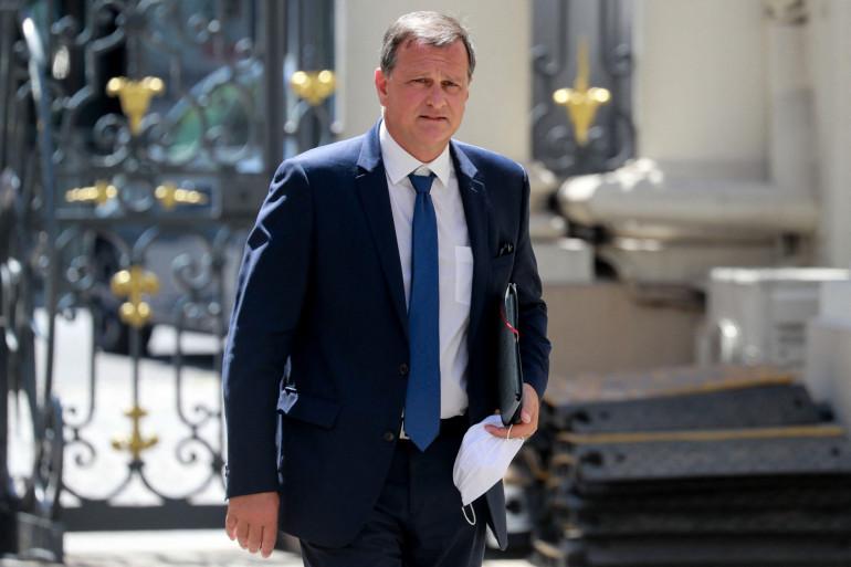 Photo de Louis Aliot, le maire RN de Perpignan, prise au ministère de l'Intérieur place Beauvau à Paris le 27 mai 2020.