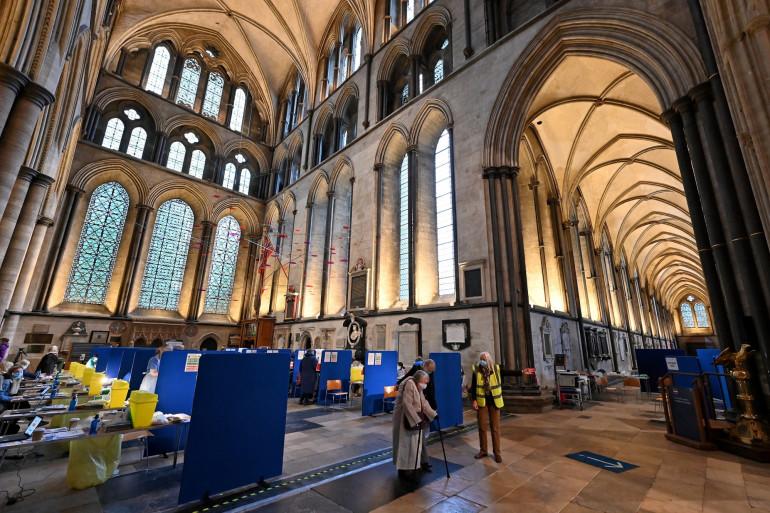 Centre de vaccination temporaire à la cathédrale de Salisbury dans le sud-ouest de l'Angleterre le 20 janvier 2021.