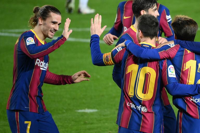 Antoine Griezmann félicite Lionel Messi le 13 février 2021 au Camp Nou