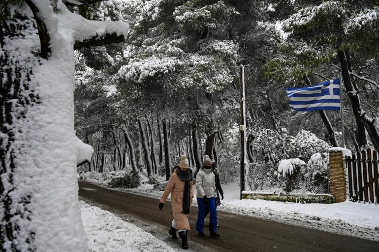 La banlieue d'Athènes est complètement recouverte de neige