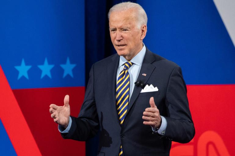 Joe Biden pour l'émission de CNN au théâtre de Milwaukee dans le Wisconsin, le 16 février.