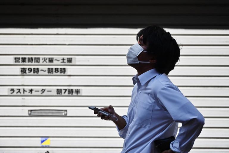 Un Japonais portant un masque contre le coronavirus (illustration).