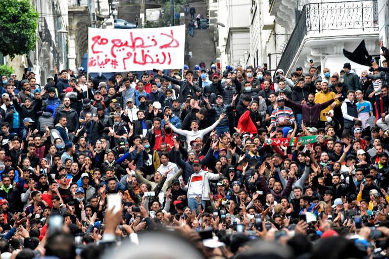 Deux ans après le Hirak, les Algériens sont de retour dans la rue pour réclamer le départ du régime.