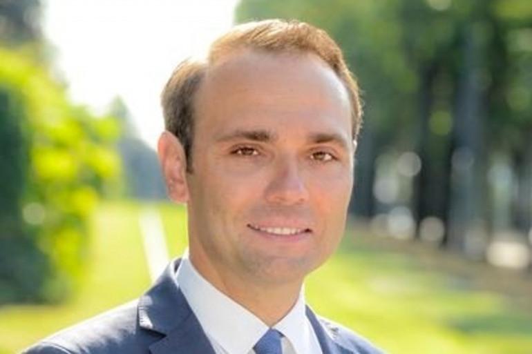 Le maire de Bron, Jérémie Bréaud