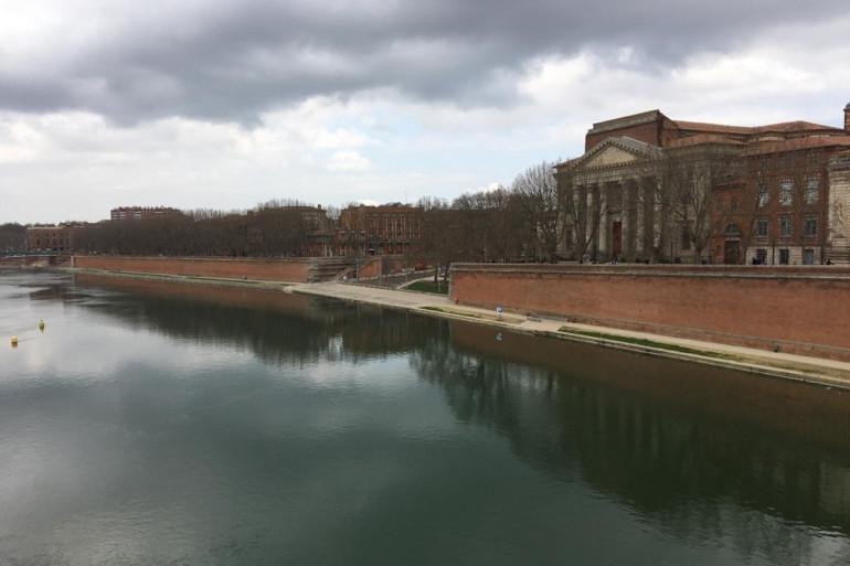 Les quais de Garonne déserts à Toulouse, le 28 février 2021