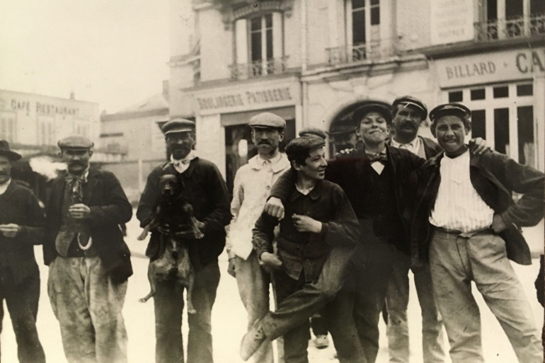"""Des """"Apaches"""" parisiens vers 1900"""