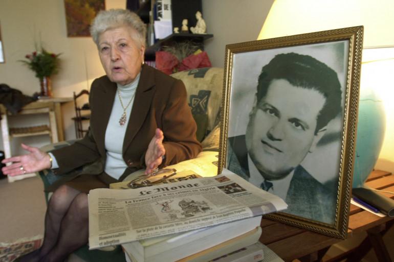 Malika Boumendjel, veuve de l'avocat algérien Ali Boumendjel, lors d'un entretien le 5 mai 2001 sur les circonstances de la mort de son mari.