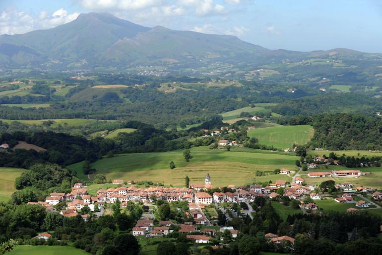 La Rhune, iconique montagne du Pays Basque, a été ravagée par un incendie