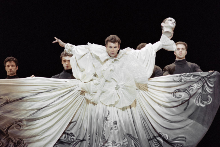"""Patrick Dupond en 1992 dans le spectacle """"Salome"""" de Maurice Bejart"""