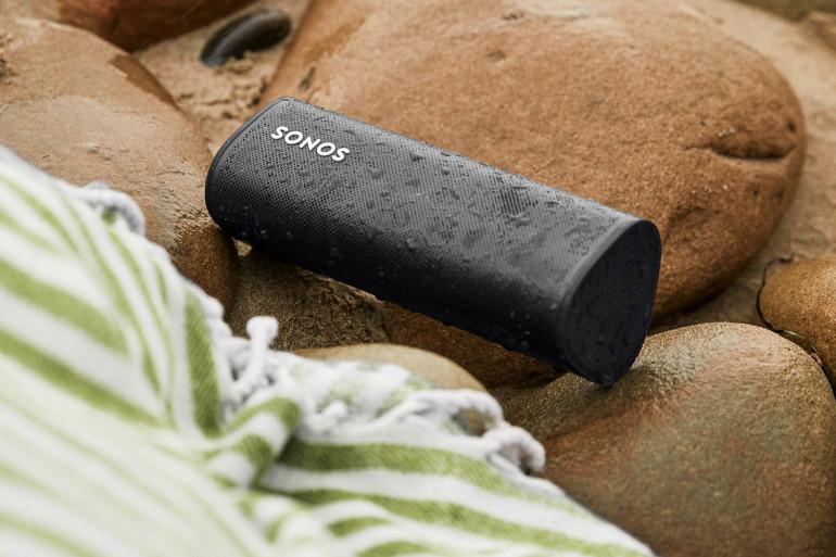 Classée IP67, la Sonos Roam peut être plongée 30 minutes à un mètre de profondeur