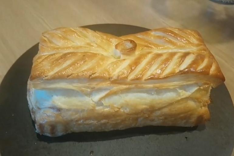 Le pâté lorrain est réalisée avec une pâte feuilletée