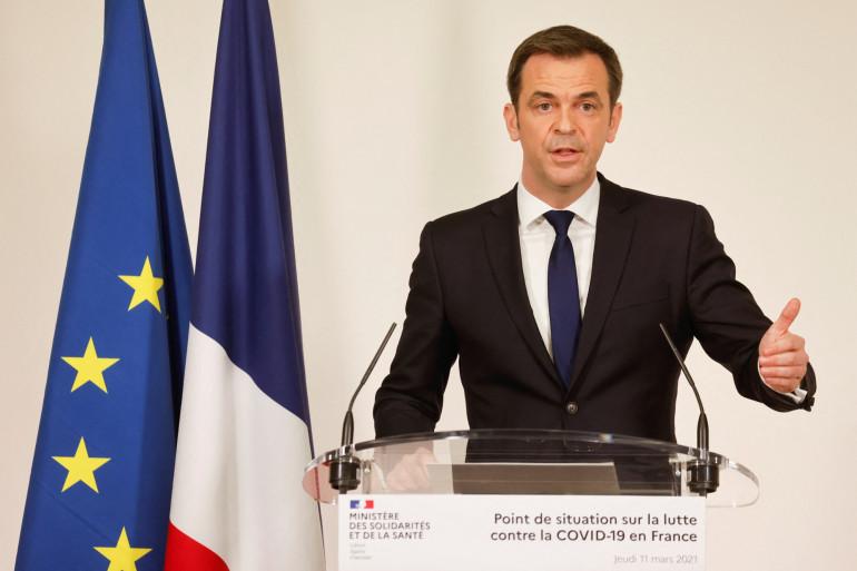 Olivier Véran lors d'une conférence de presse le jeudi 11 mars à Paris