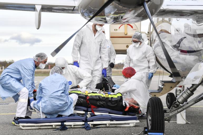 Des transferts de patients par hélicoptère ont lieu en Île-de-France.