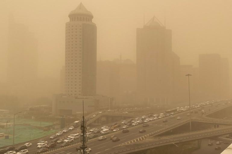 Le quartier central des affaires de Pékin lors d'une tempête de sable le 15 mars 2021.