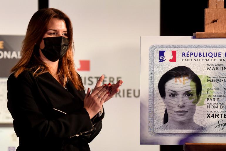 Marlène Schiappa a présenté la nouvelle carte d'identité le 16 mars 2021