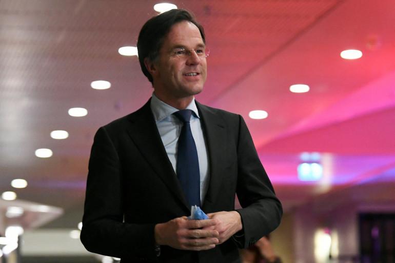 Le Premier ministre néerlandais sortant Mark Rutte réagit aux sondages de sortie des urnes des élections à la Chambre des représentants à La Haye, le 17 mars 2021.