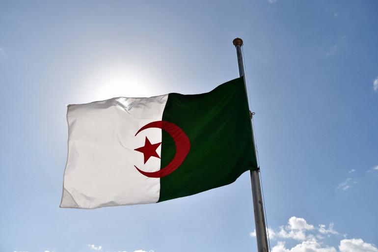 Drapeau de l'Algérie (illustration).