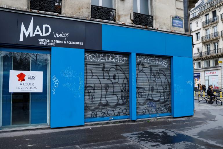Photo d'un commerce fermé, le 5 janvier 2021 à Paris (illustration).