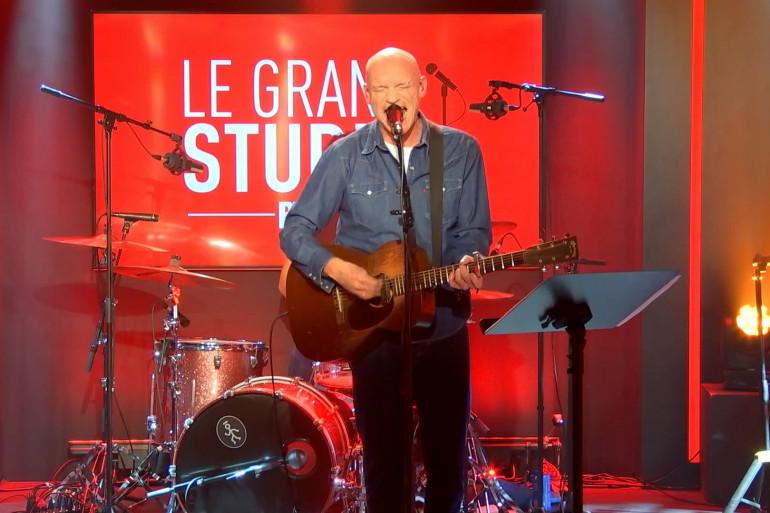 """Gaëtan Roussel sur la scène du """"Grand Studio RTL"""""""