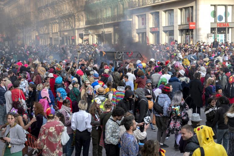 Un carnaval illégal s'est tenu à Marseille, malgré l'épidémie de coronavirus, le 21 mars 2020