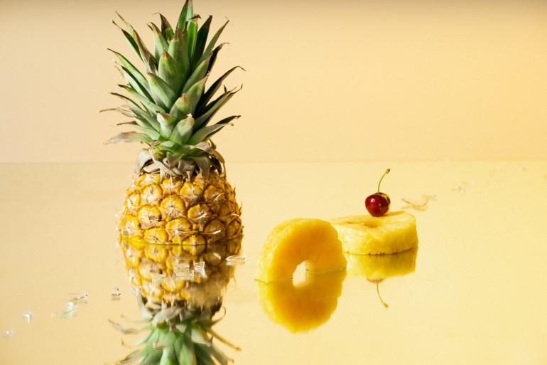Comment bien découper un ananas ? Les conseils de Cyril Lignac