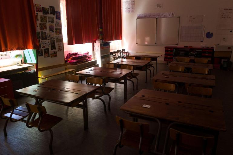 Une salle de classe vide est photographiée dans une école de Mulhouse, dans l'Est de la France, le 18 mai 2020. (Illustration)