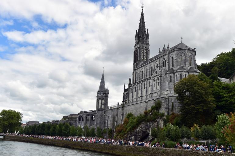 Une église à Lourdes (Hautes-Pyrénées)