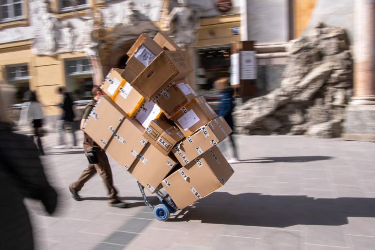 Le bilan carbone du e-commerce serait catastrophique, selon l'enquête de Capital, puisque les emballages-carton seraient vides à 43%.