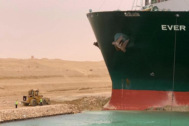 """Le navire """"Ever-Given"""" bloque le Canal de Suez depuis le mardi 23 mars."""