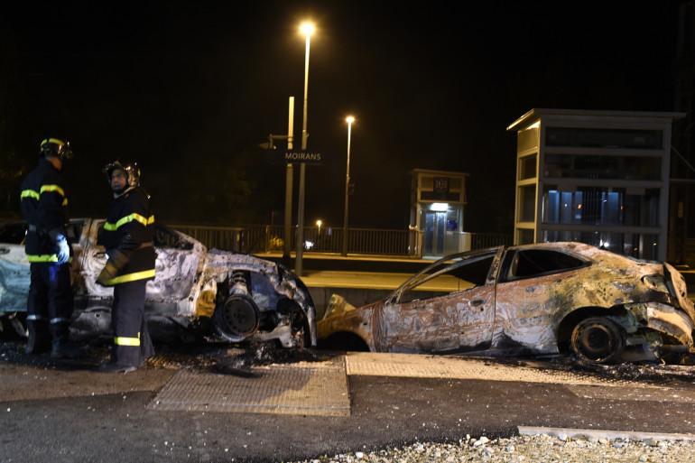 Des voitures brûlées (illustration)