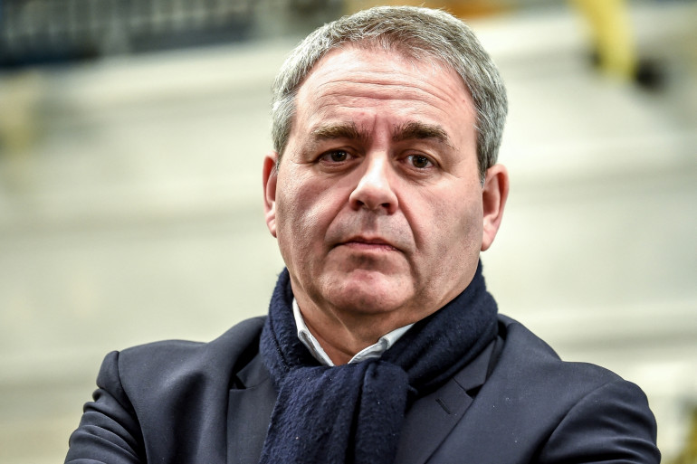 Le Président de la région Hauts-de-France, Xavier Bertrand, lors d'une visite de l'usine Alstom de fabrication de RER NG, à Petite-Foret près de Valenciennes, le 19 février 2019.