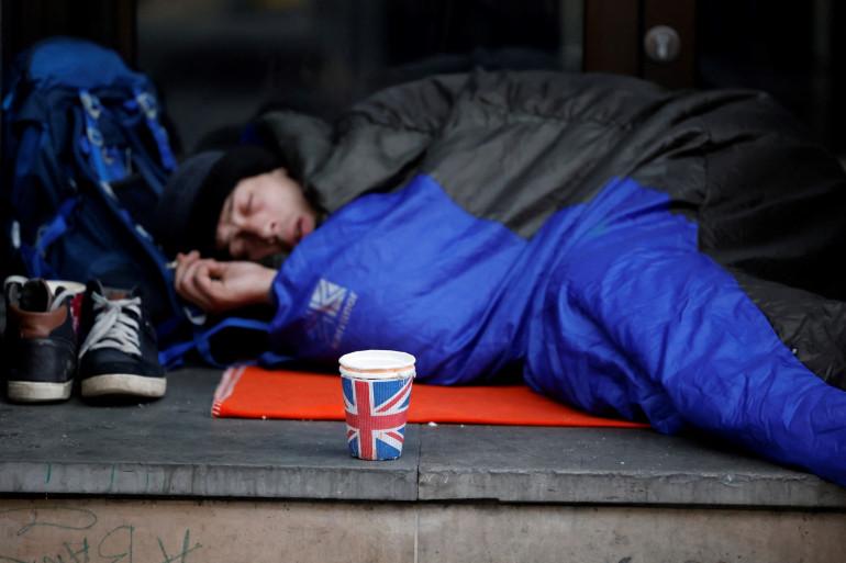 Un sans-abri dans les rues de Londres le 25 novembre 2020 pendant la crise du coronavirus.