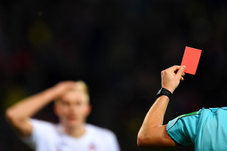 Ce jeudi 1er avril, Kaio Wilker, joueur de football brésilien, a été exclu après seulement dix-sept secondes de jeu.